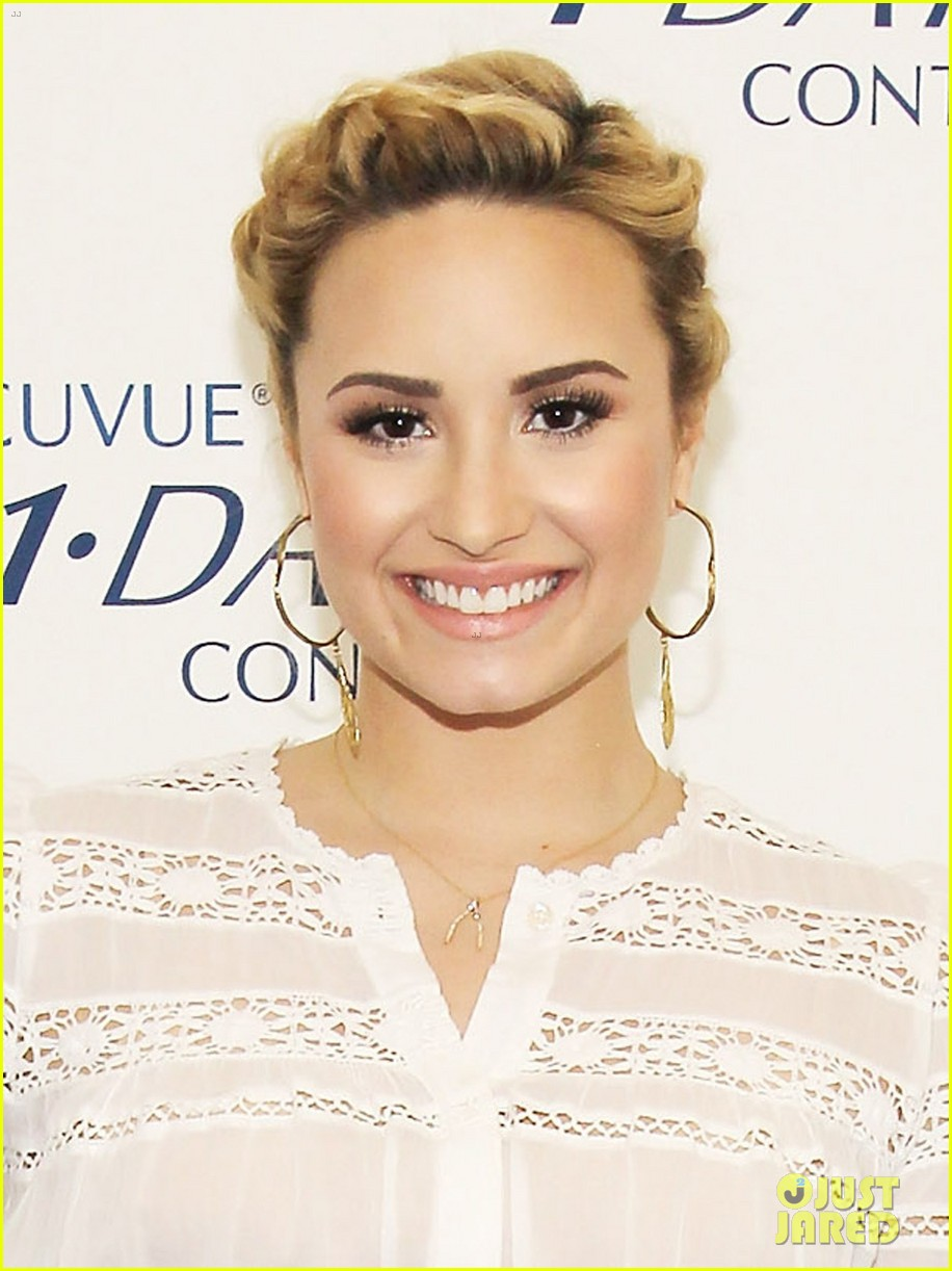 demi lovato acuvue 1 day dream event 02