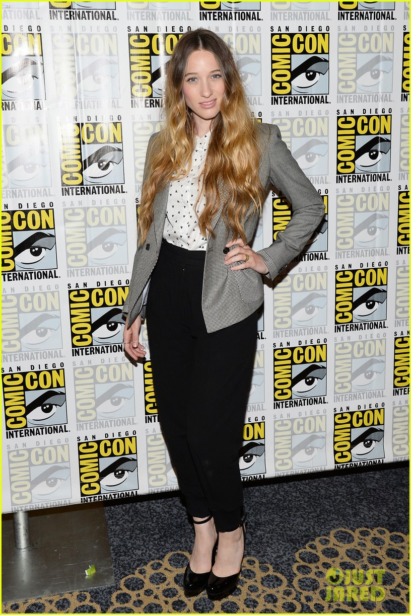 sophie lowe once upon a time in wonderland at comic con 012913380