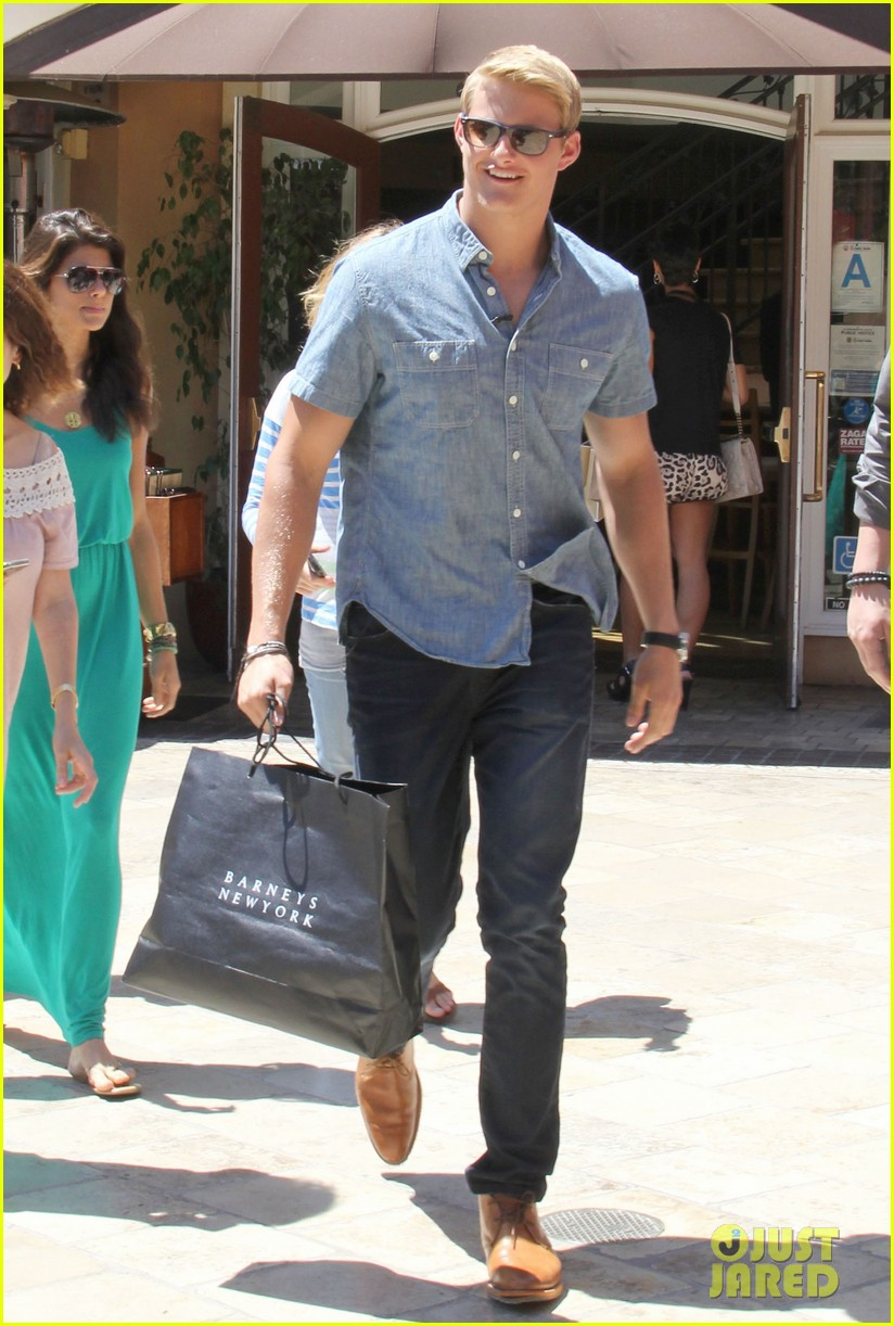 alexander ludwig visits extra at the grove 062906468