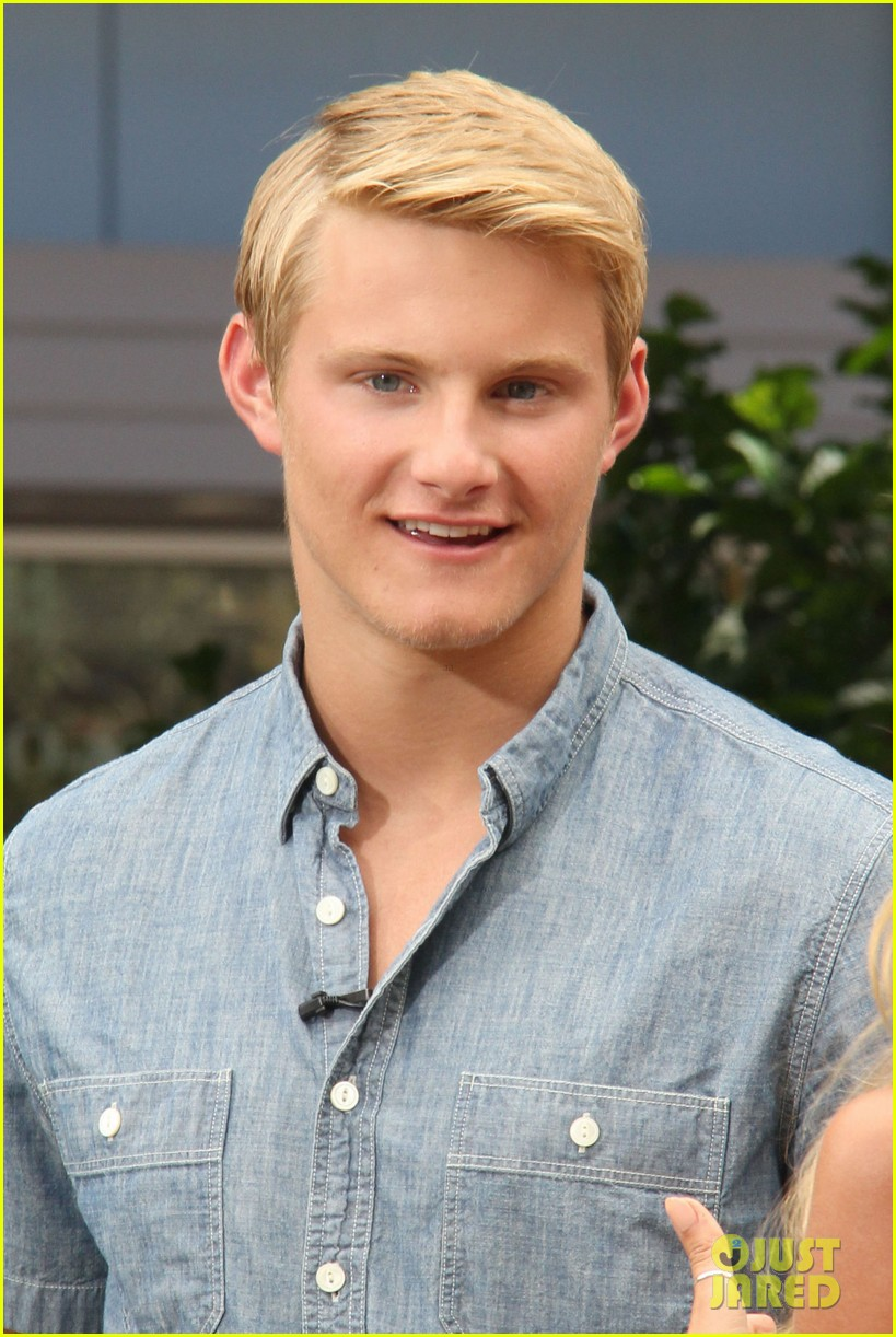 alexander ludwig visits extra at the grove 072906469
