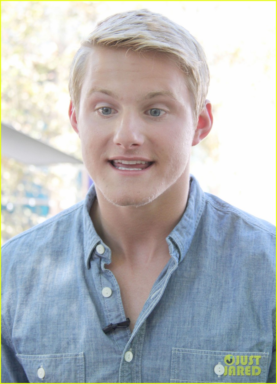 alexander ludwig visits extra at the grove 152906477
