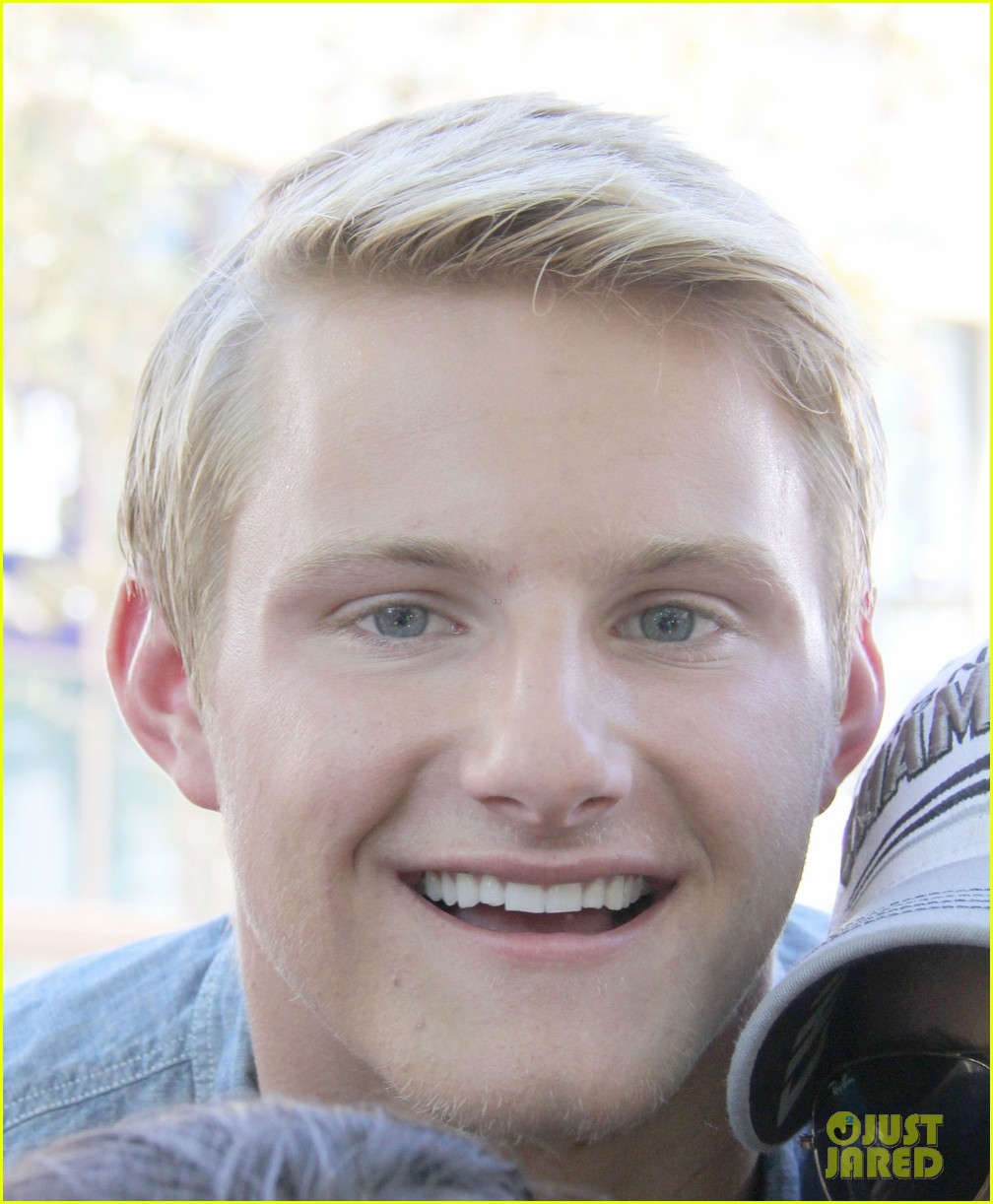 alexander ludwig visits extra at the grove 162906478