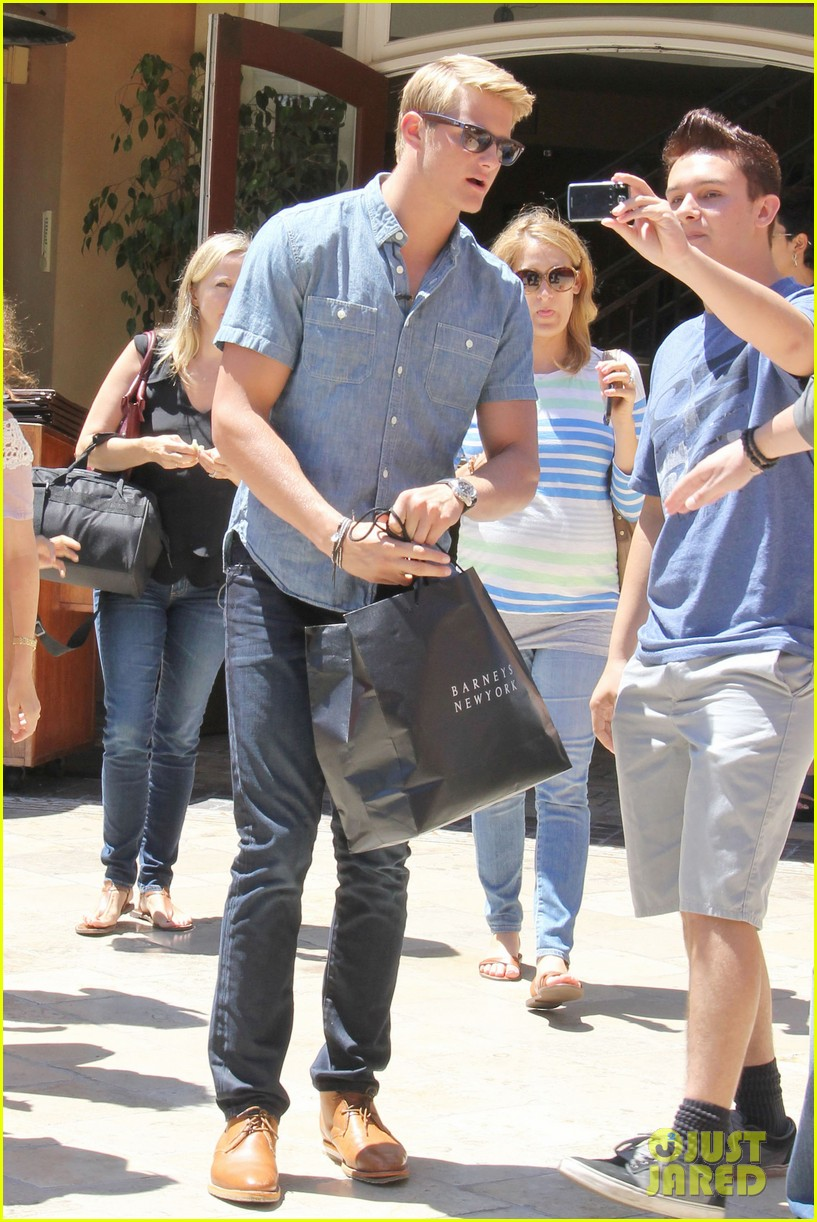 alexander ludwig visits extra at the grove 202906482