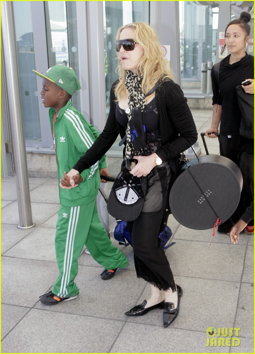 madonna lands in london with david mercy 012912324