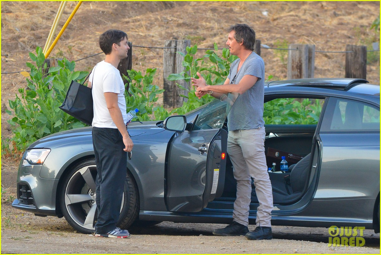 tobey maguire malibu chat with lukas haas 092901836