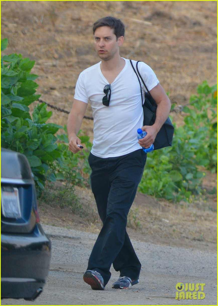 tobey maguire malibu chat with lukas haas 102901837