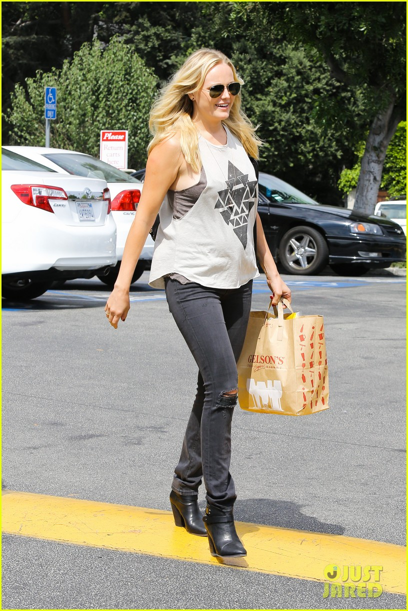 malin ackerman grabs groceries at gelsons 012918707