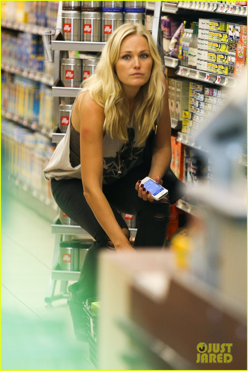 malin ackerman grabs groceries at gelsons 02