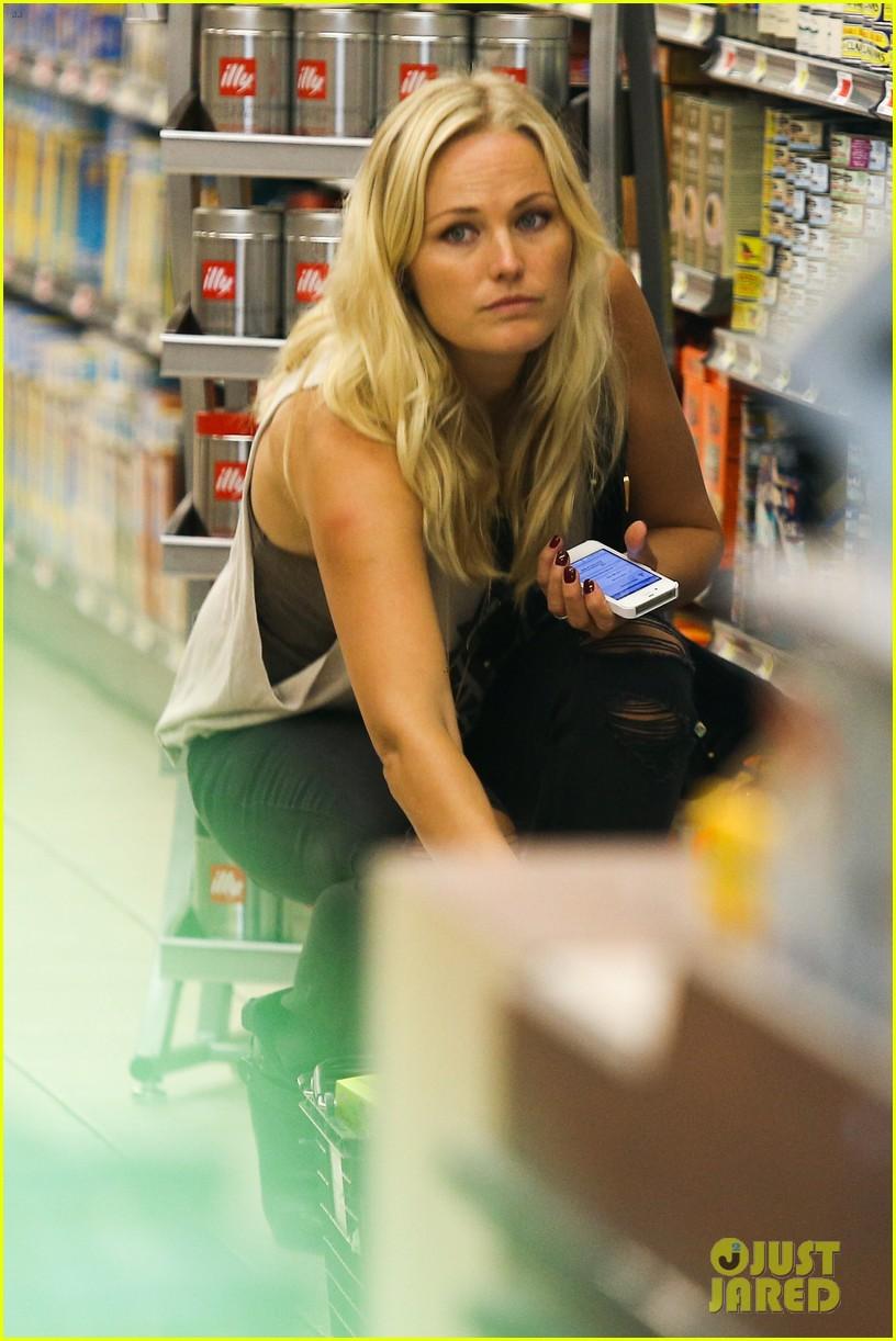 malin ackerman grabs groceries at gelsons 082918714