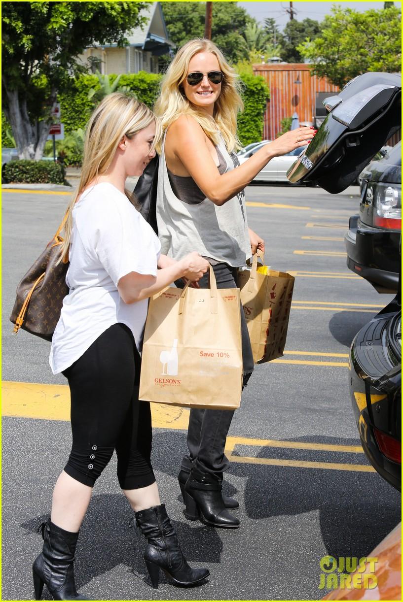 malin ackerman grabs groceries at gelsons 092918715