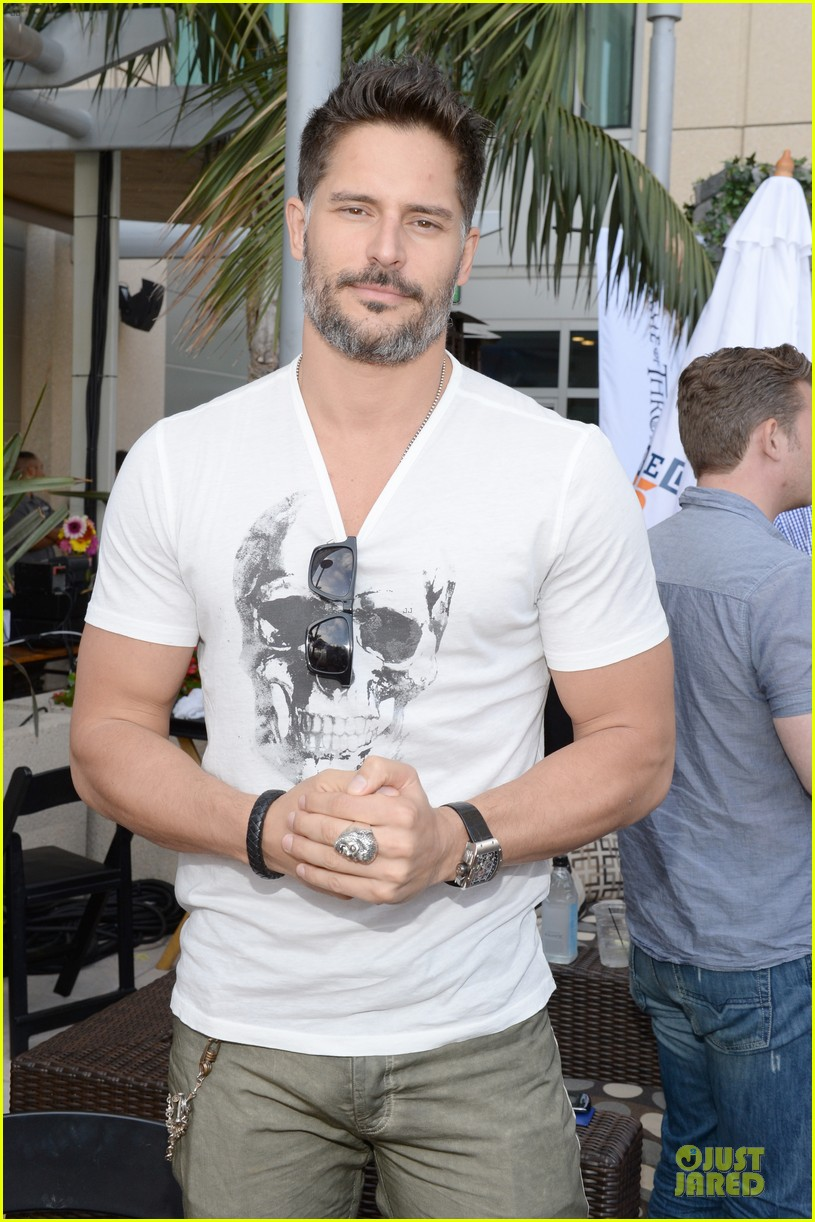 joe manganiello rodrigo santoro comic con wired cafe studs 04
