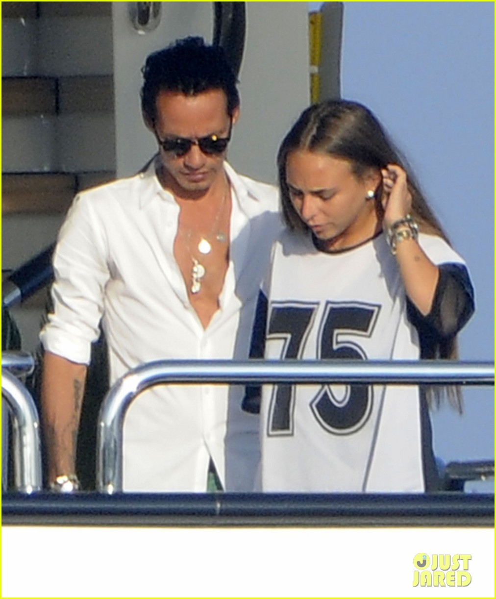 marc anthony chloe green cuddle in venice 022909523