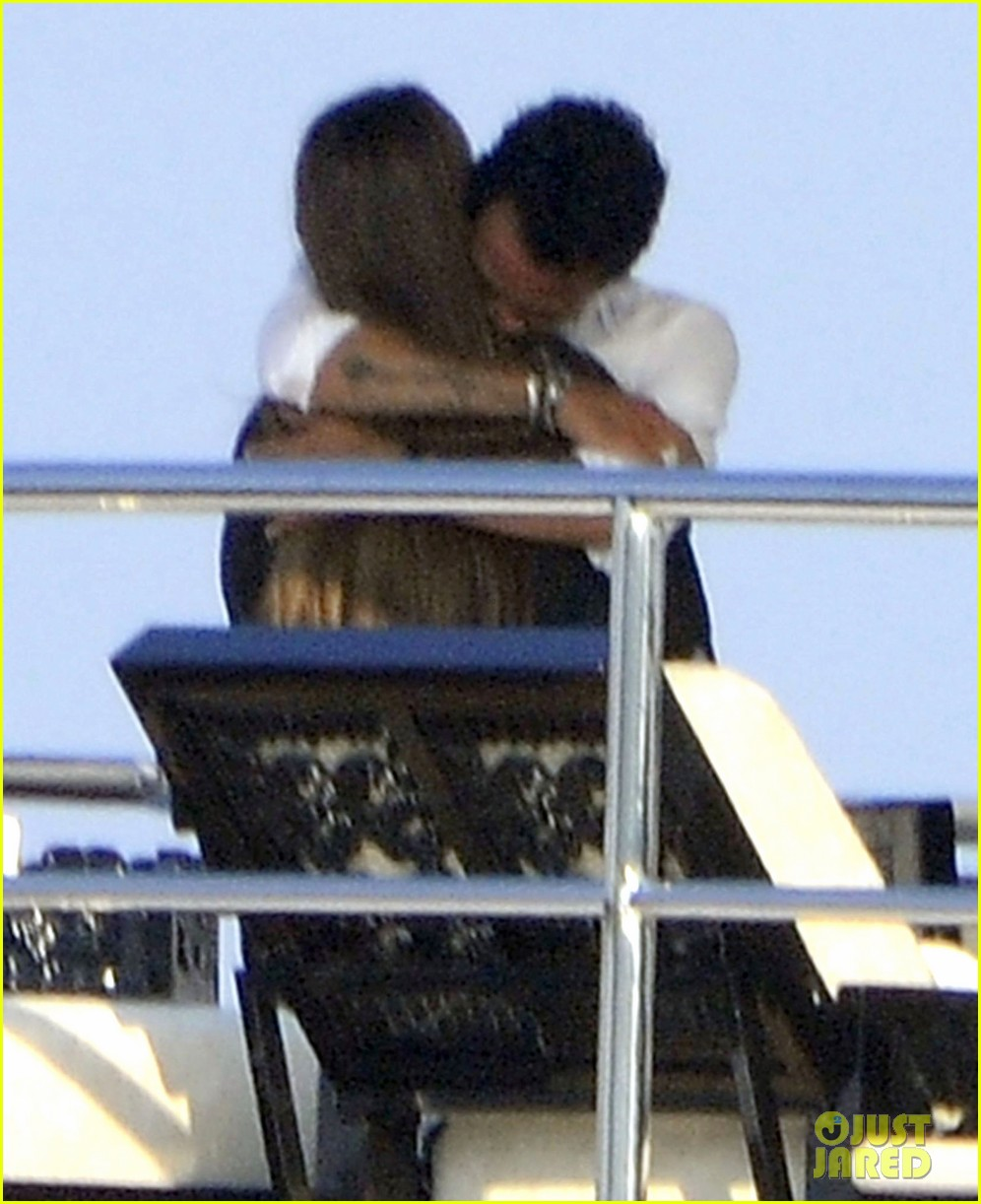 marc anthony chloe green cuddle in venice 042909525