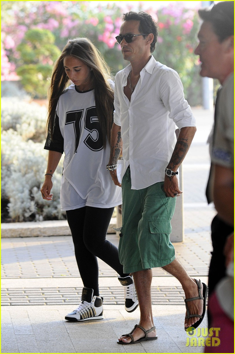 marc anthony chloe green cuddle in venice 052909526