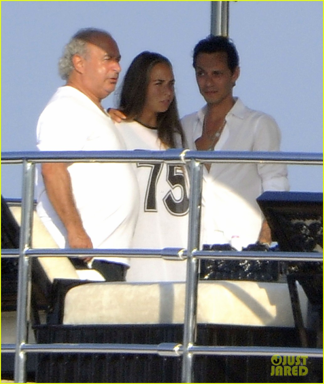 marc anthony chloe green cuddle in venice 082909529