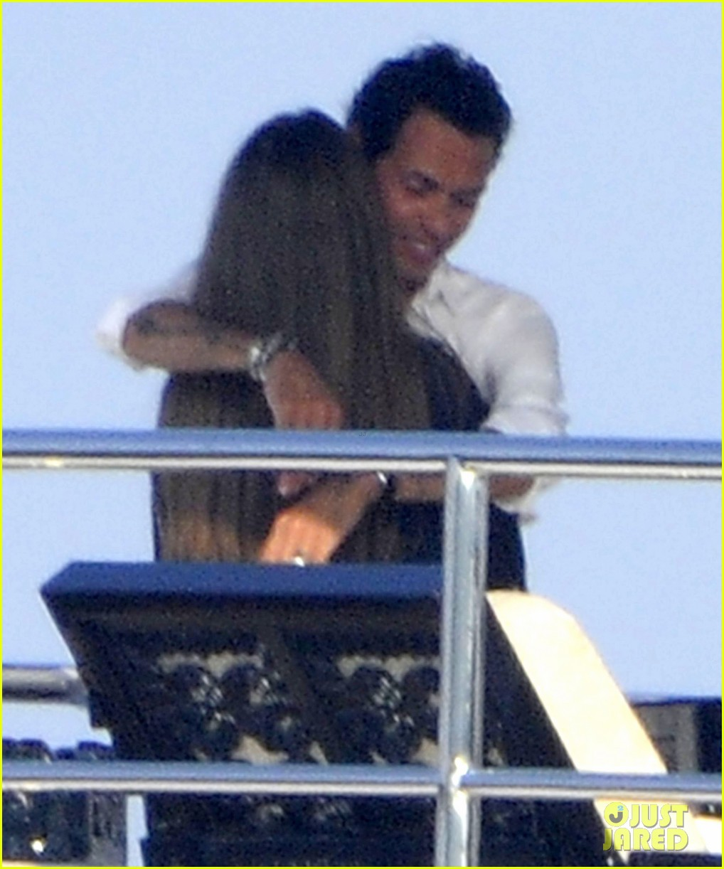 marc anthony chloe green cuddle in venice 092909530