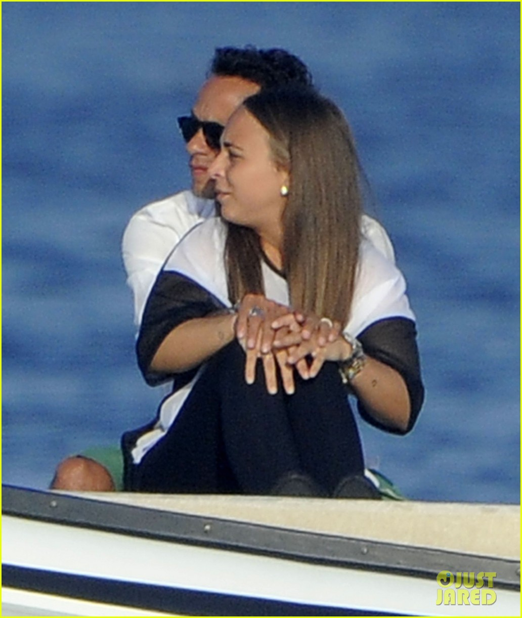 marc anthony chloe green cuddle in venice 11