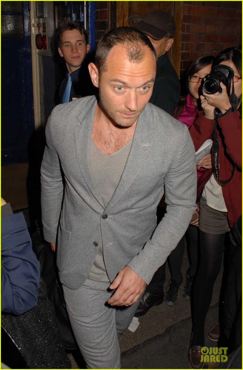 chris martin jude law curious incident of the dog in the night play goers 082902393