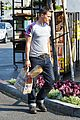 olivier martinez buys baguette at bristol farms 07