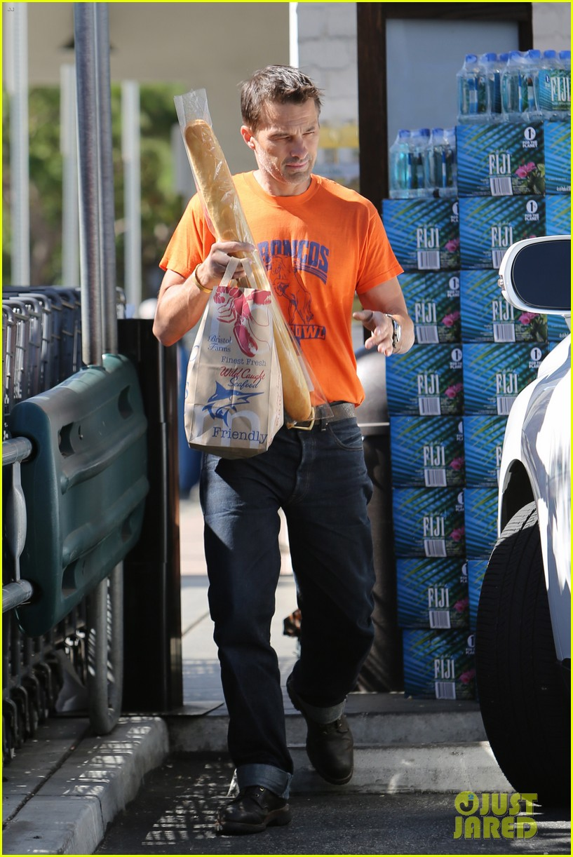 olivier martinez grocery shopping after french wedding 012911058