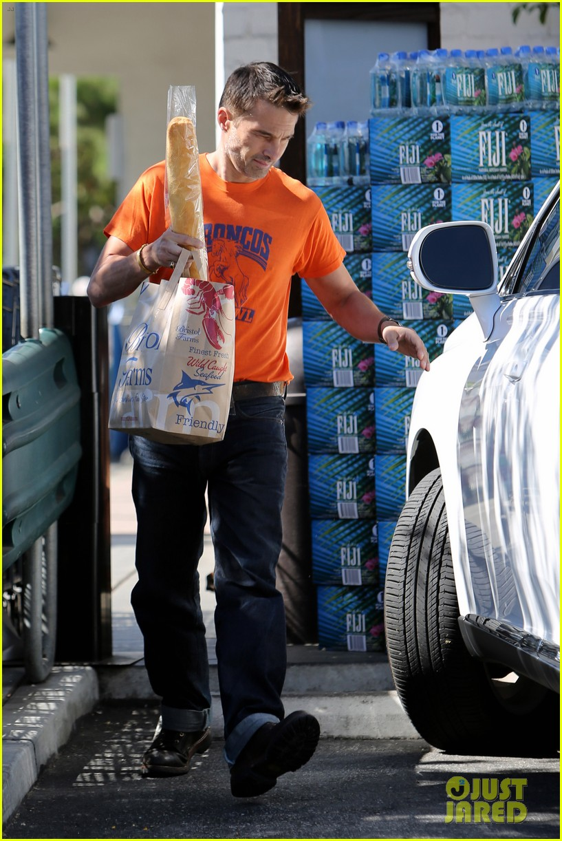 olivier martinez grocery shopping after french wedding 062911063