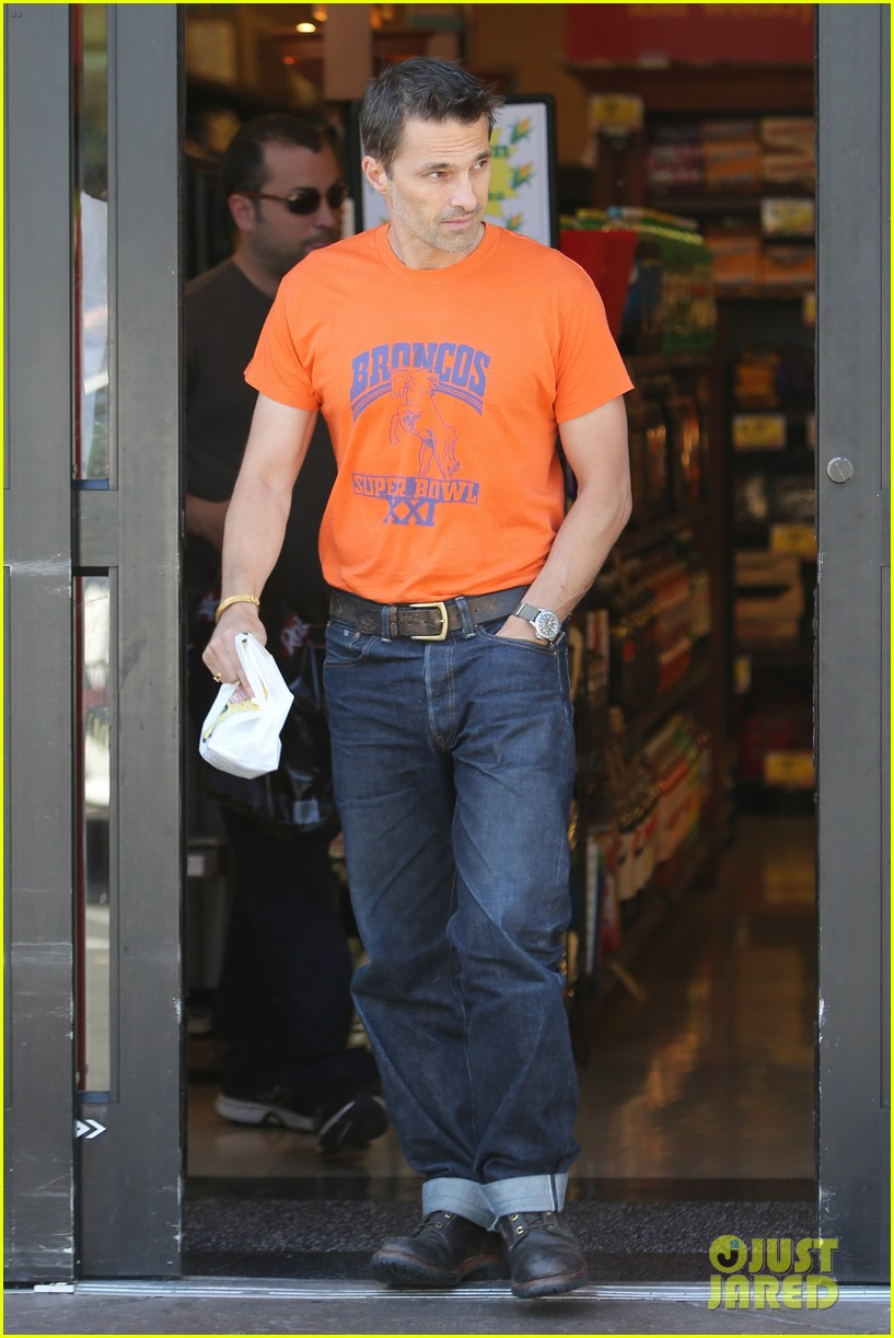 olivier martinez grocery shopping after french wedding 082911065