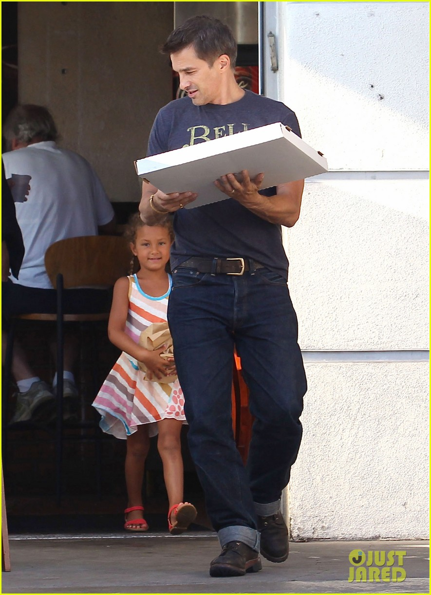 olivier martinez nahla pick up pizza for dinner 102919140