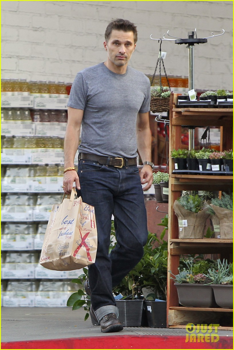 olivier martinez makes two trips to grocery store on july 4 01