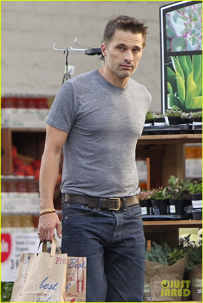 olivier martinez makes two trips to grocery store on july 4 04