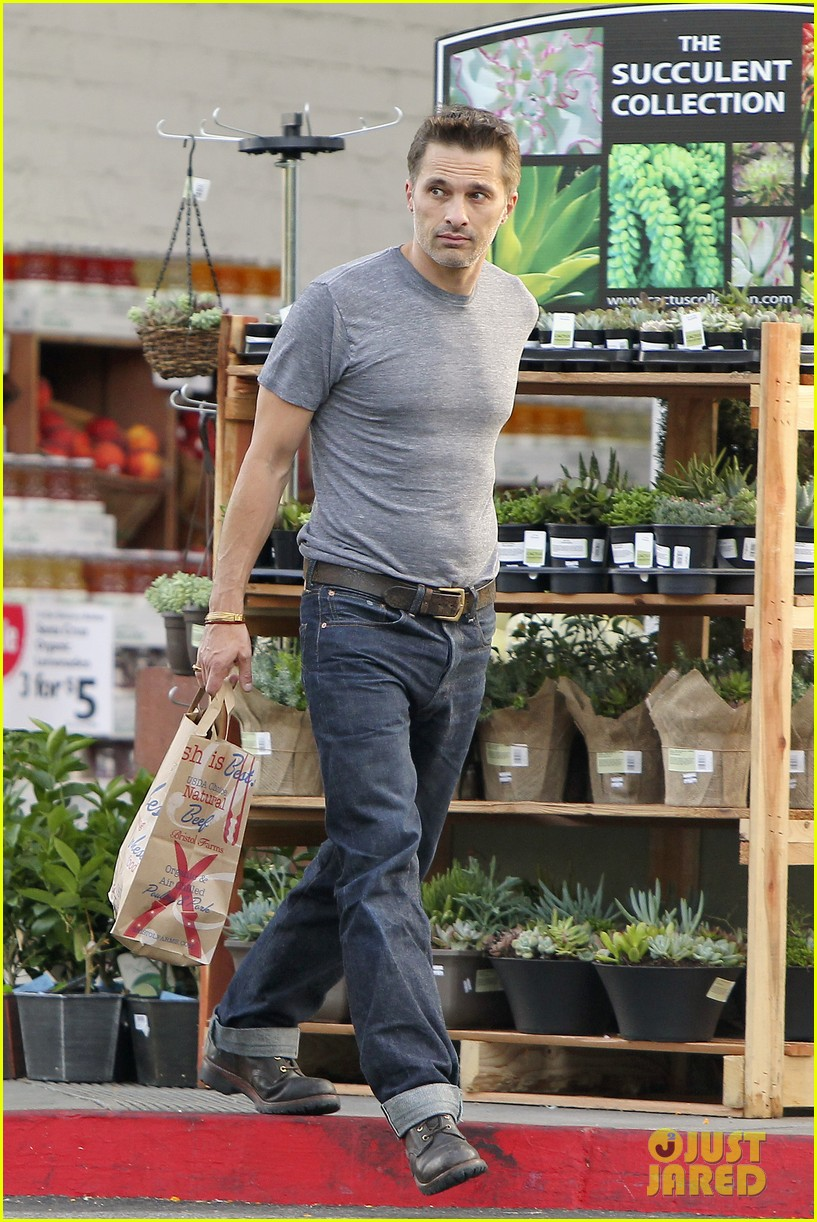 olivier martinez makes two trips to grocery store on july 4 072904432