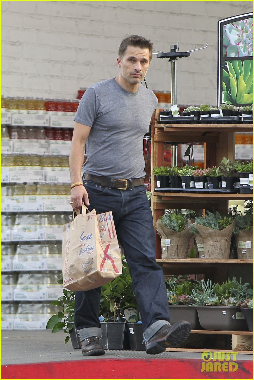 olivier martinez makes two trips to grocery store on july 4 082904433