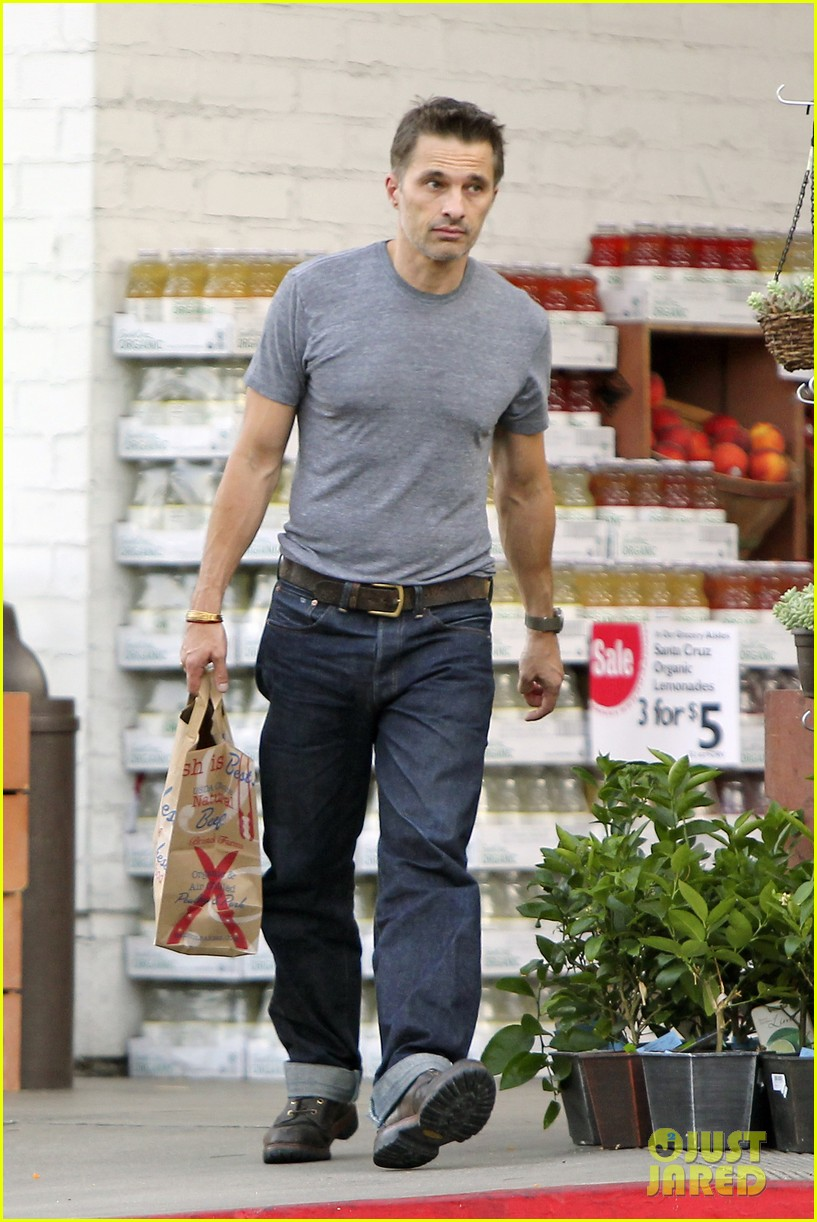 olivier martinez makes two trips to grocery store on july 4 17