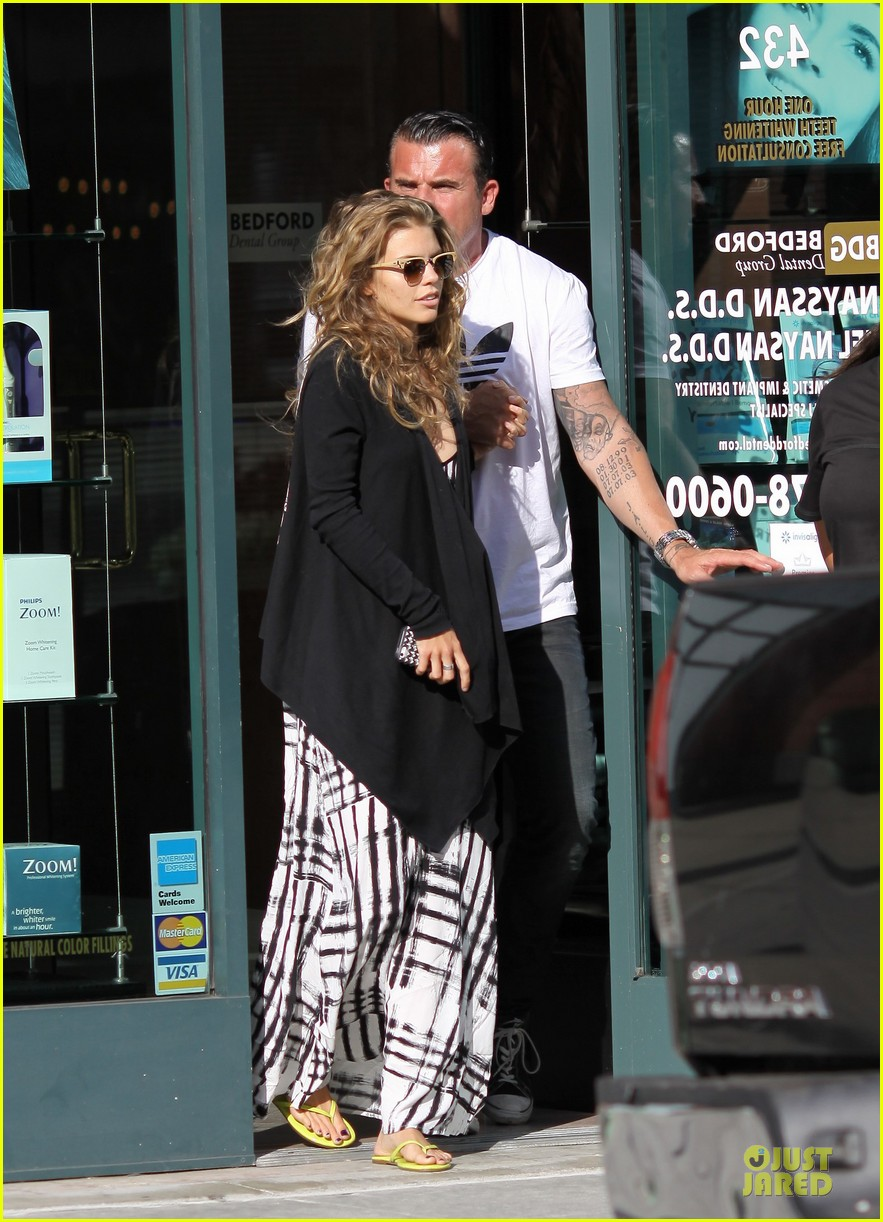 annalynne mccord dominic purcell hold hands at the dentist 052918006