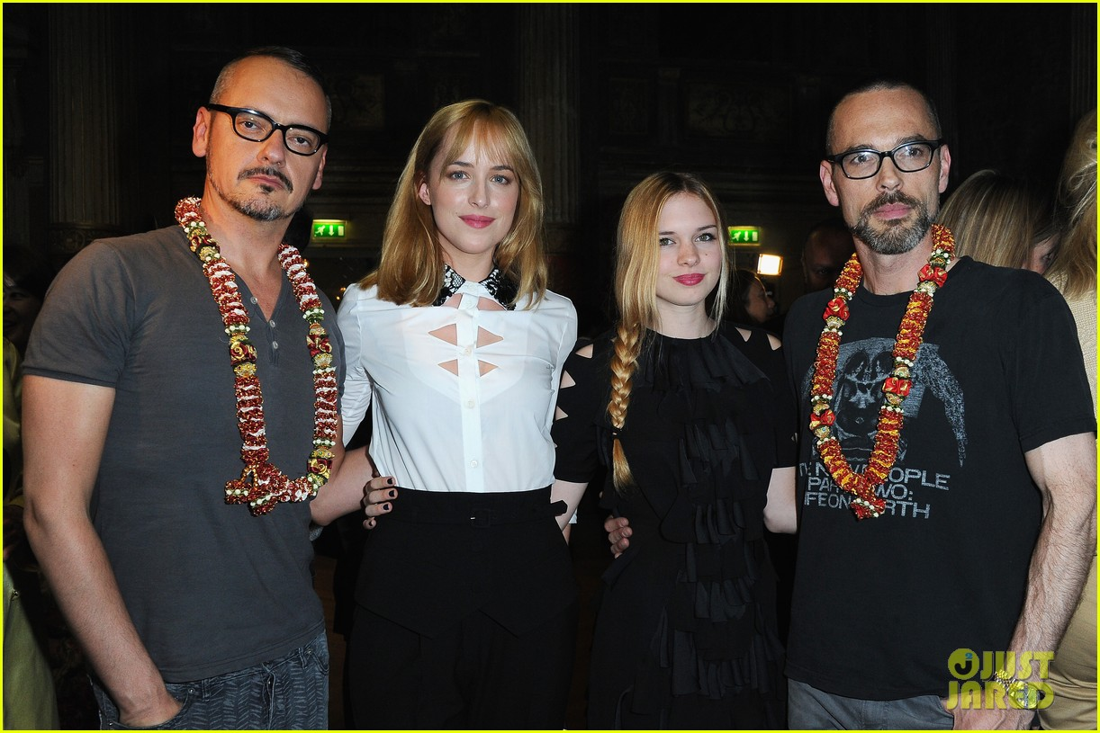 rose mcgowan dakota johnson viktor rolf fashion show 152903669