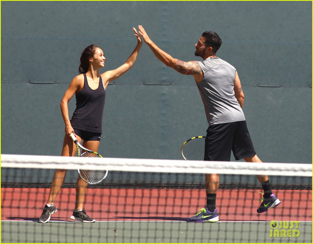 jesse metcalfe shirtless tennis playing with cara santana 032908060