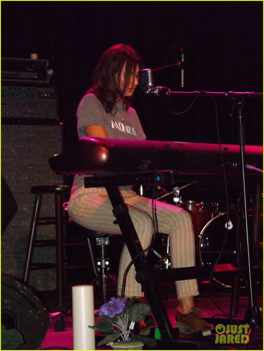 aly aj michalka 78 violet nyc showcase exclusive backstage photos 082907162