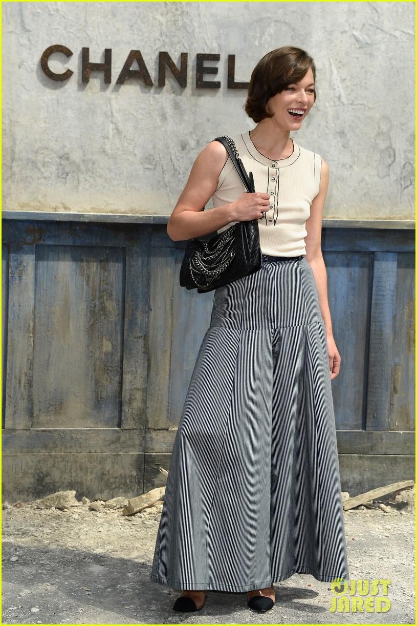 milla jovovich rose byrne chanel paris fashion show 012902574