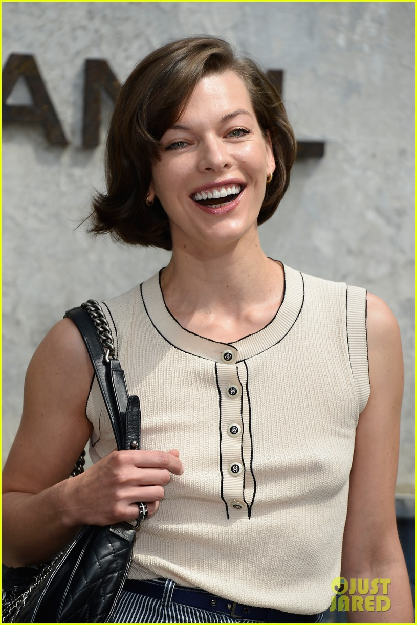 milla jovovich rose byrne chanel paris fashion show 08