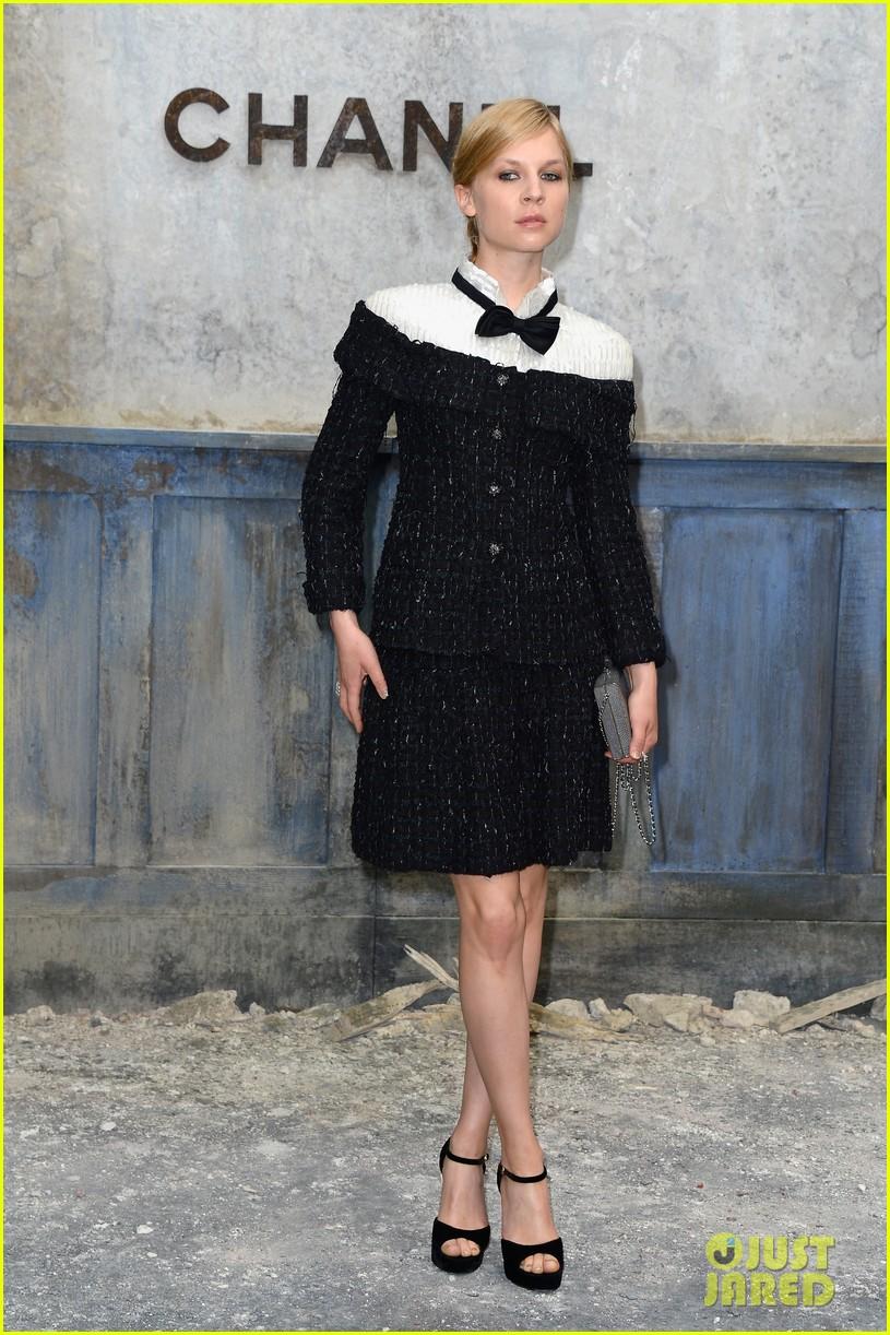 milla jovovich rose byrne chanel paris fashion show 102902583