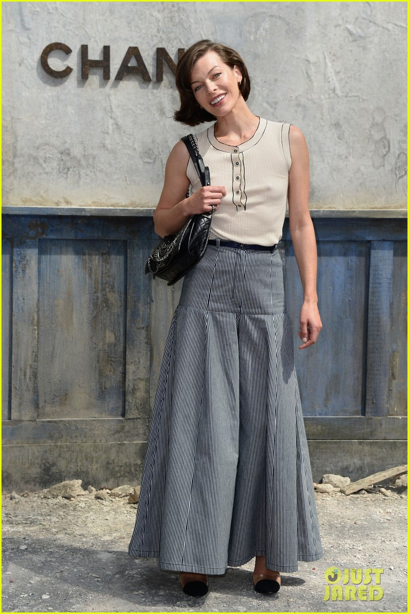 milla jovovich rose byrne chanel paris fashion show 122902585