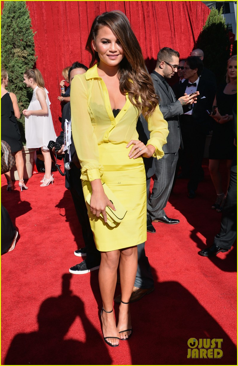 marisa miller chrissy teigen espys 2013 red carpet 032911147