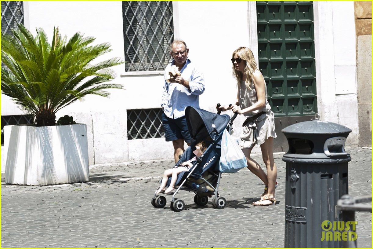 sienna miller tom sturridge shop healthy in rome 052919217