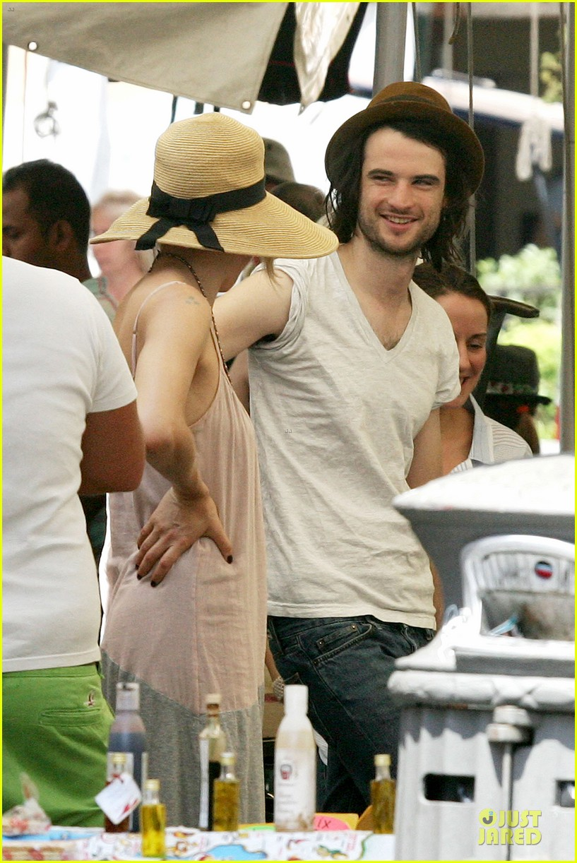 sienna miller tom sturridge villa borghese with marlowe 042918172