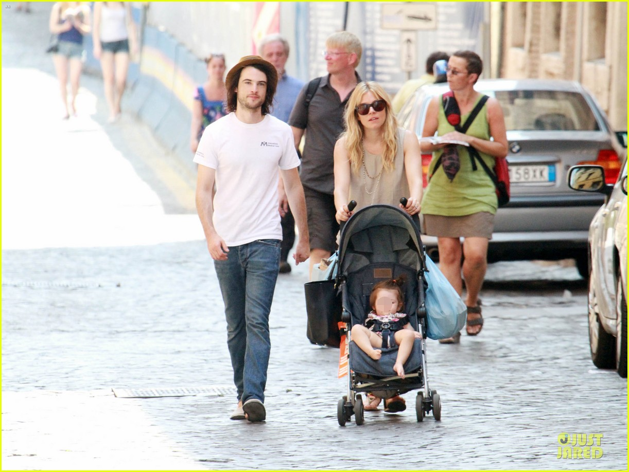 sienna miller tom sturridge villa borghese with marlowe 052918173