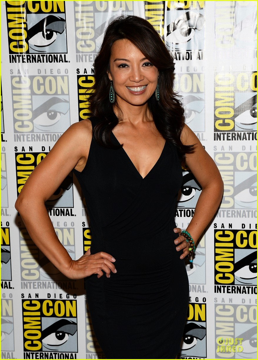 ming na wen clark gregg agents of shield at comic con 122913080