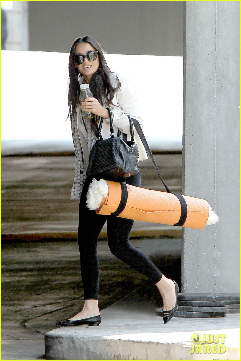 demi moore works it out at yoga 062912186