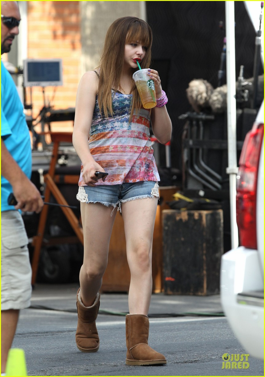 chloe moretz patriotic ice tea drinker on the equalizer set 01