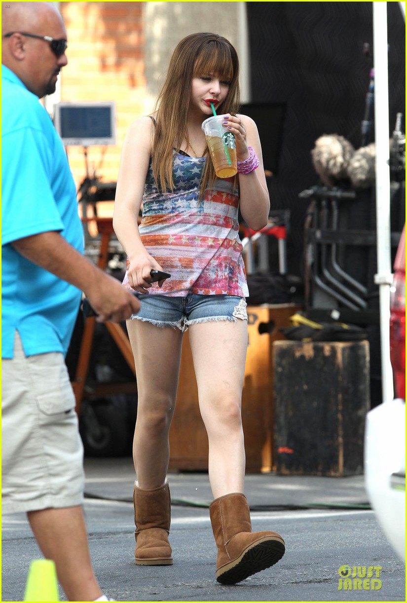 chloe moretz patriotic ice tea drinker on the equalizer set 03