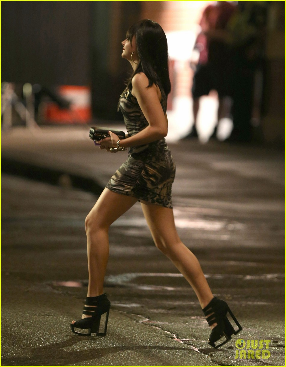 chloe moretz struts her stuff on equalizer set 052913764