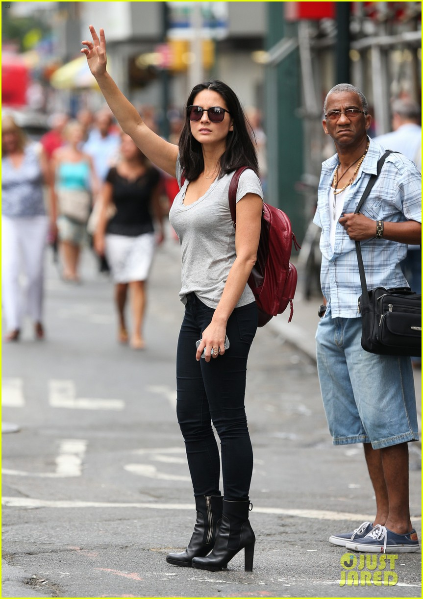 olivia munn hails nyc cab after jay leno appearance 012908227